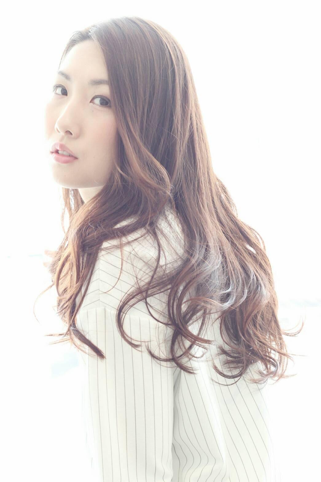 透き通る髪色×ゆるふわロングの極上スタイル